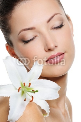 woman with health skin and with flower on her shoulder